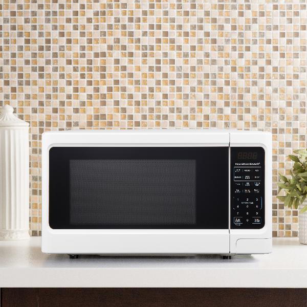 Hamilton Beach 1.1 Cu. Ft. Digital White Microwave Oven Home